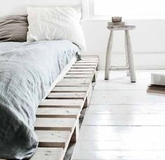 34 DIY Ideas: Best Use of Cheap Pallet Bed Frame Wood - Pallet Furniture (Diy Wood Work Wooden Furniture) Wooden Pallet Beds, Pallet Bed Frames, Pallet Furniture, Wood Pallets, Diy Pallet, Pallet Projects, Furniture Ideas, Bedroom Furniture, Pallet Wood