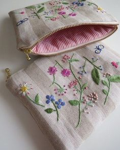 Awesome Most Popular Embroidery Patterns Ideas. Most Popular Embroidery Patterns Ideas. Embroidery Bags, Hand Embroidery Stitches, Hand Embroidery Designs, Fabric Bags, Handmade Bags, Sewing Crafts, Purses, Instagram, Pouch