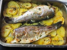 Baked Sea Bass with potatoes- Easy cooking recipes -And what do we eat today? potato al horno asadas fritas recetas diet diet plan diet recipes recipes Baked Sea Bass, Diet Recipes, Cooking Recipes, Spanish Kitchen, Honey Sesame Chicken, Easy Cooking, Tapas, Turkey, Fish