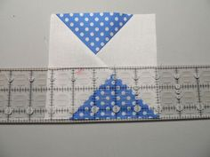 FLYING GEESE using the ELENOR BURNS method Tutorial for Eleanor burns flying geese methodTutorial for Eleanor burns flying geese method Strip Quilts, Patch Quilt, Mini Quilts, Scrappy Quilts, Modern Quilt Patterns, Quilt Block Patterns, Quilt Blocks, Quilting Tips, Quilting Tutorials