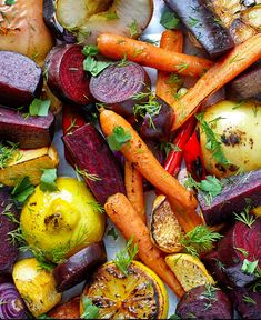 Thai cuisine is loaded with fresh veggies and spices. But some dishes are packed with calories and fat. Roasted Root Vegetables, Winter Vegetables, Veggies, Vegetable Nutrition, Vegetable Recipes, Clean Eating, Healthy Eating, Food And Drink, Tasty