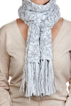 Trendy how to wear a scarf in winter outfits shops ideas Oversized Sweater Outfit, Turtleneck T Shirt, Sweater Outfits, Ways To Tie Scarves, How To Wear Scarves, Preppy Fall Outfits, Scarf Knots, Scarf Tutorial, Poncho