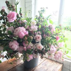 My treasured Vermont sap bucket overflowing with late May garden bounty. I love it when the roses, sweet peas and peonies collide for a brief window of overwhelming beauty. #seasonalfloweralliance #farmerflorist