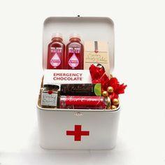 """""""Uma caixinha de remédios pode se transformar num presente divertido e cheio de guloseimas para deixar a vida mais doce."""""""