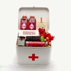 """""""Uma caixinha de remédios pode se transformar num presente divertido e cheio de guloseimas para deixar a vida mais doce.""""                                                                                                                                                                                 Mais"""