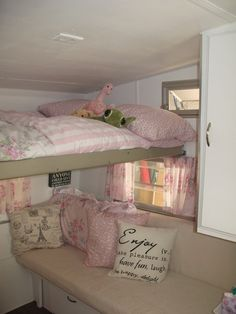 Ooohh, love the different layout so one bunk isn't totally over the other! You could even do a drop-down desk under the top bunk! My shabby chic Shasta Compact! Vintage Rv, Vintage Caravans, Vintage Travel Trailers, Vintage Campers, Vintage Pink, Shabby Chic Campers, Vw Caravan, Camper Trailers, Rv Trailer