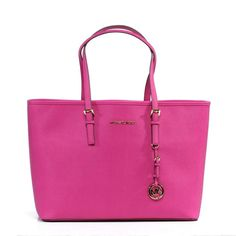 The Michael Kors Jet Set tote is a beautiful handbag that has luxurious Saffiano leather and goldtone hardware.