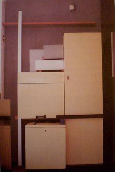 Rietveld, meuble combinable pour la maison Schröder, 1924, contreplaqué, sapin et métal, 185 x 114 x 78 cm.