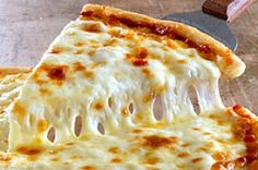 September is National Cheese Pizza Day! Maybe because it is estimated that Americans put down 350 slices of pizza per second and that each person in America eats about 46 pizza slices a year. Four Cheese Pizza Recipes, Chicken Taco Recipes, Cheese Food, Chicken Pizza, Chicken Tacos, Pizza Hut, Pizza Food, Orlando Florida, National Cheese Pizza Day