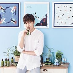 IG:  #Magazine #ELLE #Thailand Official |  #Innisfree | Thailand |  #泰国 | [https://www.instagram.com/p/BF0JIAGxPBB/?taken-by=ellethailandofficial]  | #ActorLeeMinHo | #LeeMinHo | #李敏鎬  |  Innisfree Thailand celebrates its 1st #Anniversary with the c\#Campaign Eco-Hankie 2016. Replace tissues with handkerchief and save the world. #InnisfreeThailand      THIS Post: 05 June 2016 (Sunday)