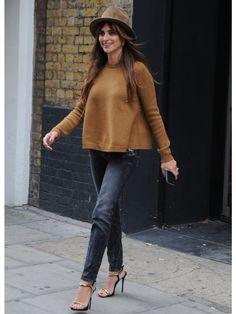 ロンドンの「エージェント・プロヴォケイター」ヘッドオフィス前で、女優のペネロペ・クルスをスナップ。美女度高めのリラックススタイルを分析。