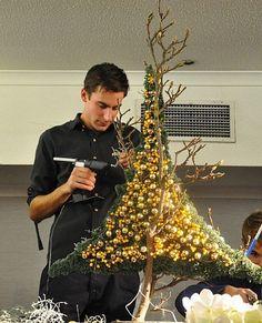 me ~ Een feeërieke florale kerst Woodland Christmas, Diy Christmas Tree, Christmas Tree Toppers, Outdoor Christmas, Xmas Tree, Rustic Christmas, Christmas Lights, Christmas Holidays, Christmas Wreaths