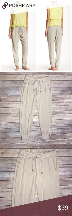 Splendid Athletic Woven Jogger Pants Give your wardrobe a sporty chic vibe. Relaxed silhouette with tapered leg. IRRESISTIBLY SOFT. Ruched elastic waist with tassel ties. Side slant pockets. Banded cuffs. 100% rayon. Condition: Excellent, lightly worn. Splendid Pants Track Pants & Joggers