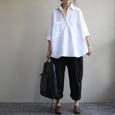 loose white and black linen blouse shirt long sleeve by Aolo, I think a bit smaller with skinny jeans or leggings would be better Mode Outfits, Fashion Outfits, Womens Fashion, Fashion Clothes, Shirts & Tops, Shirt Blouses, Mode Ab 50, Look Street Style, Linen Blouse