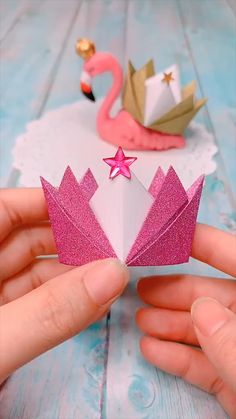 Creative Arts And Crafts, Paper Flowers Craft, Paper Crafts Origami, Paper Crafts For Kids, Flower Crafts, Origami Flowers, Instruções Origami, Origami Simple, Origami Toys