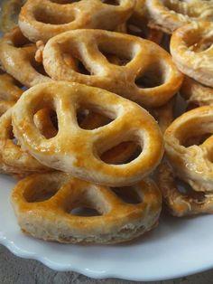 Ízőrző: Sós perec (kelesztés nélkül) Onion Rings, Pretzel, Food And Drink, Tasty, Cookies, Ethnic Recipes, Pastries, Bakken, Crack Crackers