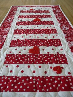 Valentineu0027s Day And St Patricku0027s Day Table Runner By Covequilter