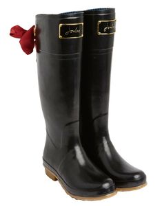LOVE these Joules rainboots with bow detailing | Gift Ideas For