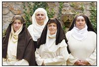 Neben Nonnen, Bischof und Diakon gehören auch Laienbrüder und Pilger zu unserer religiösen Darstellung.