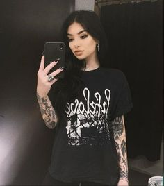 Edgy Outfits, Grunge Outfits, Girl Outfits, Cute Outfits, Fashion Outfits, Sexy Tattoos, Girl Tattoos, Mujeres Tattoo, Short Grunge Hair