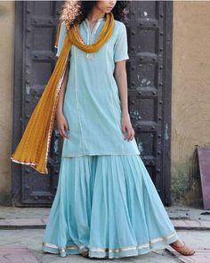 Khara Kapas is an Indian Online fashion designer located in Delhi.Shop Khara Kapas wide range of collections of Menswear & Womenswear online Party Wear Dresses, Dressy Dresses, Girls Dresses, Indian Wedding Outfits, Indian Outfits, Indian Clothes, Pakistani Dress Design, Pakistani Dresses, Sharara Suit