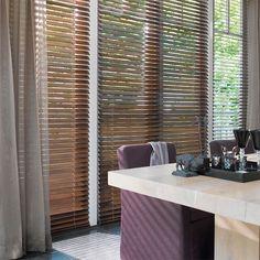 Laat u inspireren door Luxaflex® raamdecoratie. Houten Jaloezieën - 50 mm
