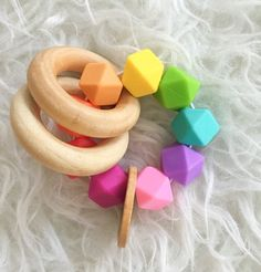Bebé+dentición+juguete+mordedor+madera+arco+iris+por+FeltmanAndCo