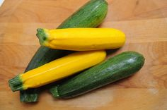 Difference between: zucchini and yellow squash.