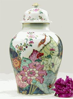Mottahedeh Tobacco Leaf Ginger jar: Tobacco Leaf, one of the most prized of Chinese Export patterns, was developed circa 1780, probably for the Portuguese and Brazilian markets - though examples have also been found in other European countries and in North America. The design shows the leaves of the flowering Nicotiana (Tobacco) plant upon which a small phoenix perches bearing a flowering twig in its beak. This exact reproduction requires twenty-eight colors including 22K gold and five…