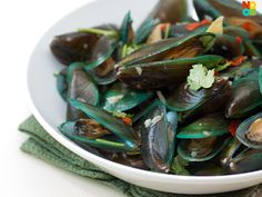 Steamed Mussels in Chinese Wine Recipe from Noob Cook.