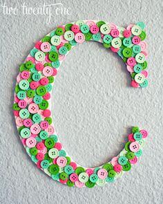 Pinterest Challenge: Button Monogram - Two Twenty One http://www.twotwentyone.net/2012/03/pinterest-challenge-button-monogram/