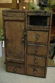 Distressed Primitive Furniture | primitive furniture