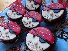 Piraten Muffins mit buntem Zuckerguss