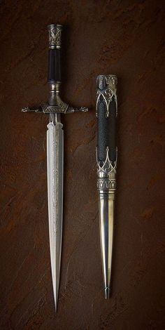 Pretty Knives, Cool Knives, Swords And Daggers, Knives And Swords, Paradis Sombre, Katana, Knife Aesthetic, Cool Swords, Dagger Knife