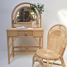 Bamboo Furniture, Furniture Design, Wooden Cottage, Queen Bedroom, New Room, Decoration, Entryway Tables, Laetitia, House Design