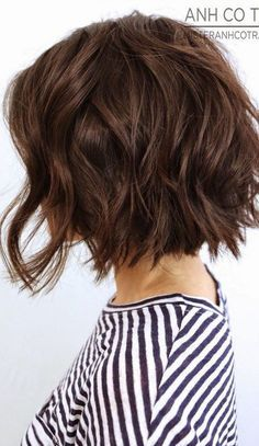 10 More Chic Wavy Bob Haircuts: #1. Razor cut wavy bob