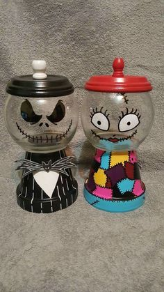 Jack und Sally Süßigkeiten - Nightmare before christmas - halloween crafts Nightmare Before Christmas Wedding, Nightmare Before Christmas Decorations, Diy Halloween Decorations, Halloween Lanterns, Flower Pot Crafts, Clay Pot Crafts, Jar Crafts, Flower Pots, Christmas Baby Shower