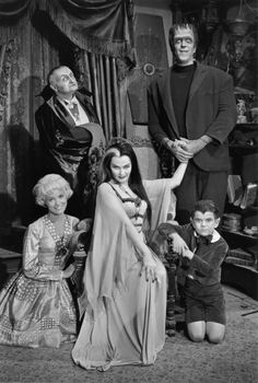 Spooky sitcom stars Fred Gwynne & Yvonne De Carlo talked about their lives & what it was like to film The Munsters TV show in these classic cast interviews! The Munsters, Munsters Tv Show, Yvonne De Carlo, The Addams Family, Frankenstein, La Familia Munster, Dark Side, 1313 Mockingbird Lane, Horror Films