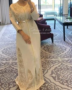 L'image contient peut-être : une personne ou plus Muslimah Wedding Dress, Hijab Style Dress, Dress Up, Morrocan Dress, Kaftan Moroccan, Oriental Dress, Oriental Fashion, Modest Dresses, Elegant Dresses