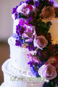 yes to flowers on the cake!
