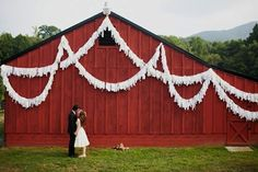 Barn Wedding Decor: Exterior
