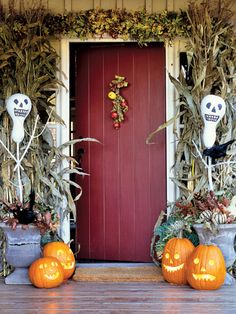 19 Spooktacular Outdoor Halloween Decorations