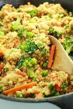 20 Minute Cauliflower Rice Stir Fry – This is one of my go-to dinner recipes! Better than takeout and half the carbs. So much healthy veggie goodness! Cauliflower Rice Stir Fry, Cauliflower Recipes, Healthy Vegetable Recipes, Vegetarian Recipes, Cooking Recipes, Paleo Dinner, Dinner Recipes, Side Dish Recipes, Side Dishes