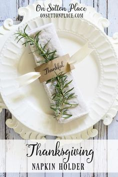 Make these easy DIY napkin rings for your family gatherings or Thanksgiving dinner! Make these easy DIY napkin rings for your family gatherings or Thanksgiving dinner! Thanksgiving Diy, Thanksgiving Table Settings, Thanksgiving Centerpieces, Holiday Tables, Thanksgiving Cornucopia, Thanksgiving Flowers, Fall Table Settings, Thanksgiving Dinner Tables, Rustic Thanksgiving Decor