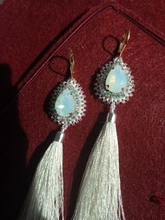 Krištaliky a strapce pasujú jednoducho k sebe!! ... Väčší kryštálik vo farbe opálu, k tomu skombinované štrásiky vo farbe Crystal AB a k tomu.. Opal, Drop Earrings, Jewelry, Jewlery, Jewels, Jewerly, Jewelery, Chandelier Earrings, Opals
