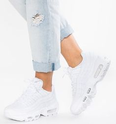 Nike Sportswear AIR MAX 95 Baskets basses white pure platinum. Basket Nike  FemmeChaussure ... ea497f54f8c