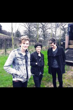 The Vamps... Be part of a boyband?? aplly now!!!! futuretalent.co