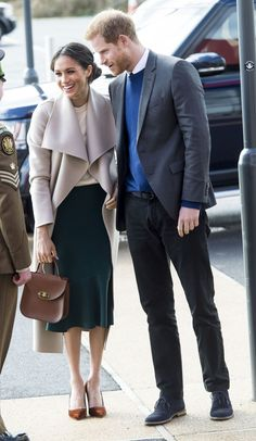 I'm no fan of Megan, but I love this classy outfit. The skirt is gorgeous!