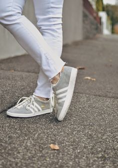Michelle's Style File | Melbourne fashion blog | Australian style blog | white jeans outfit | Adidas originals | #michellesstylefile