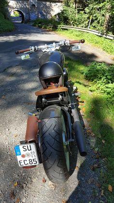 Als ich vor ein paar Jahren die Harley Forty Eight bei einem Kumpel auf dem Hof stehen sah, habe ich mich sofort in sie verliebt und ich musste auch unbedingt so eine Kiste haben 🙂 Für den Anfang sollte es … Weiterlesen →
